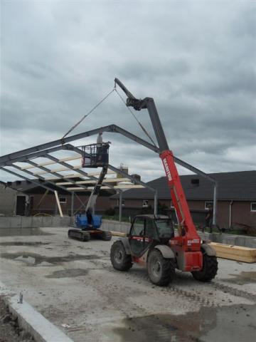 Nieuwe stal bouwen met Manitou